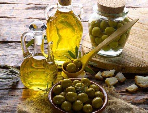 Akdenizin sembolü Zeytin yağı, metabolizma ritminizi düzenler.